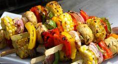 Sebze şiş tarifi, sağlıklı beslenmeye özen gösteren ve lezzetli seçimler yapmak isteyenlerin favorisi olacak. http://happycenter.com.tr/happylife/yemek-tarifleri/sebze-sis-tarifi/