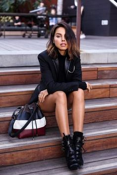 Chic woman sitting with fashionable workwear and 3 colored shoulder bag