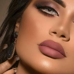 [Limited Time Offer] Pro Prescription Light Blue Month) Contact Le – Medusalens 21 Bold Blue Makeup Looks. Green Contacts Lenses, Colored Eye Contacts, Natural Color Contacts, Dramatic Wedding Makeup, Dramatic Eye Makeup, Prescription Contact Lenses, Makeup Tips, Beauty Makeup, Makeup Trends