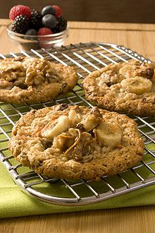 What could be more fun than Cookies for breakfast? Made with bananas, wheat flour, oatmeal, shredded carrots, raisins and walnuts.  #ChiquitaBananas