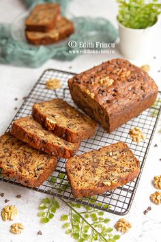 Banana bread cu nuca si ciocolata Edith's Kitchen, Cake Recipes, Dessert Recipes, Pancakes, Food Cakes, Amazing Cakes, Banana Bread, Sweet Treats, Cheesecake