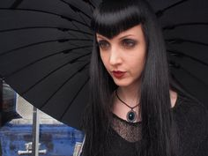 Does anyone else think that this girl has the coolest bangs ever? And yes, I do watch Oddities in my spare time