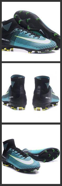 La scarpa da calcio per terreni duri Nike Mercurial Superfly V - assicura la massima stabilità e un tocco di palla eccezionale. I tacchetti sono espressamente progettati per una trazione superiore sui campi in erba corta. Nuove Scarpa da calcio Nike Mercurial Superfly V FG Nero Bianco Blu
