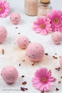 Whether you need at-home relaxation or want to jazz up bath time, easy fizzy DIY Himalayan salt bath bombs are a true wellness treat. Bath Fizzies, Bath Salts, Bath Bomb Making Kit, Himalayan Salt Bath, Natural Bath Bombs, Bombe Recipe, Homemade Bath Bombs, Bath Bomb Recipes, Dried Rose Petals