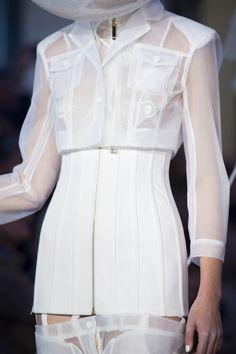 Thom Browne at Paris Fashion Week Spring 2018 - Details Runway Photos Fall Fashion Outfits, Suit Fashion, Modest Fashion, Runway Fashion, High Fashion, Fashion Show, Autumn Fashion, Womens Fashion, Fashion Design Portfolio