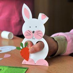 An Ostern. Basteln mit Kindern? Hier habe ich eine schöne Idee gefunden. Und man kann stundenlang mit dem Osterhasen spielen.   Noch mehr Ideen für Kinder findet Ihr unter: www.hallobloggi.de