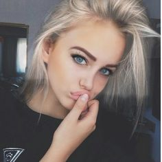 girl, make-up, body, beauty, fashion Beauty Make-up, Beauty Hacks, Hair Beauty, Pixie Color, Makeup Bag Essentials, Chica Cool, Makeup Goals, Pretty Face, Pretty People
