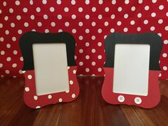 Mickey Mouse or Minnie Mouse Picture Frame Mickey Mouse Picture Frames, Mickey Mouse Frame, Mickey Mouse Crafts, Mickey Mouse Pictures, Minnie Y Mickey Mouse, Mickey Mouse Cupcakes, Mickey Cake Pops, Mickey Cakes, Mickey Party
