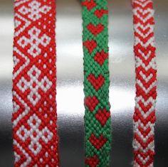 Kerst vriendschapsbandjes knopen   draadenpapier   Gratis patroon van friendship-bracelets #knopen #vriendschapsbandje #kerst #friendshipbracelet #christmas