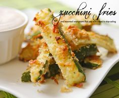 Pip & Ebby - Zucchini fries and seasoned sour cream. I think this could get me to eat another zucchini from the garden this fall! Zucchini Fries, Zucchini Sticks, Cooking Recipes, Healthy Recipes, Healthy Meals, Healthy Food, Tasty, Yummy Food, Dibujo