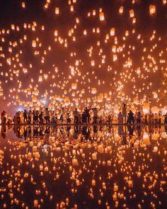 Floating Lantern Festival, Lantern Festival Thailand, Floating Lanterns, Sky Lanterns, Thailand Festivals, Floating Shelves, Chiang Mai, Places To Travel, Travel Destinations