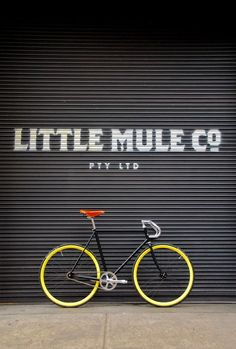 The Little Mule in Melbourne is not your usual bike store. They build custom single speed and fixed gear bikes in the back of their tiny, coffee shop. Velo Design, Bicycle Design, Road Bikes, Cycling Bikes, Fixie Vintage, Photo Velo, Bici Fixed, Range Velo, Speed Bike