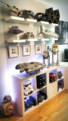 This is what I need to display my star wars stuff. This is what I need to display my star wars stuff. This is what I need to display my star wars stuff. This is what I need to display my star wars stuff. Star Wars Zimmer, Ultimate Star Wars, Star Wars Bedroom, Geek Room, Star Wars Decor, Star Wars Wall Art, Game Room Design, Room Setup, Star Wars Collection