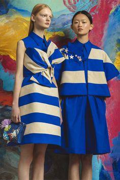 Delpozo Resort 2017 fashion show - Pre-Spring-Summer 2017 collection, shown June 2016 Moda Fashion, Fashion 2017, Fashion Brands, Fashion Show, Fashion Looks, Fashion Outfits, Fashion Design, Cruise Fashion, Resort 2017