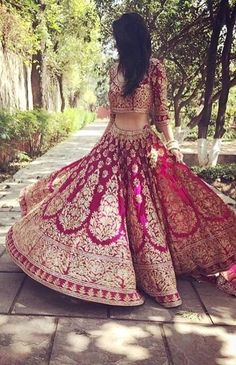 Lehenga is one the most beautiful and elegant Indian ethic wear for women. Here are 5 lehenga designs for women to choose from. Indian Bridal Outfits, Indian Bridal Lehenga, Indian Bridal Wear, Indian Dresses, Bridal Dresses, Lehenga Wedding, Indian Wedding Dresses, Lehenga Reception, Bridal Anarkali Suits