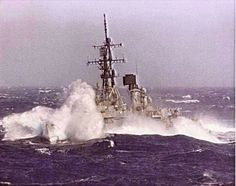 DDG in heavy weather.yeah baby walk them walls Navy Military, Military Humor, Tin Can Sailors, Joining The Navy, Australian Defence Force, Royal Australian Navy, Navy Life, Naval History, Navy Ships