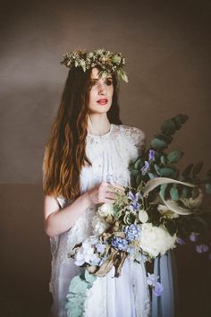 Earthy flowers for the bride | Photo by Serena Cevenini