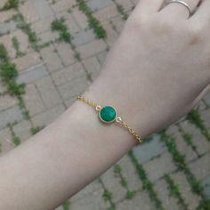 /dainty-emerald-bezel-linked-gold-chain-bracelet