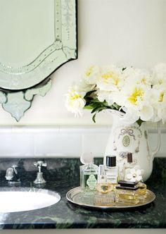 이미지 출처 http://www.greenstylegallery.com/wp-content/uploads/2015/02/vanity-ideas-for-small-ideas-to-decorate-bathroom-with-plants-and-flowers-ideal-for-spring.jpg