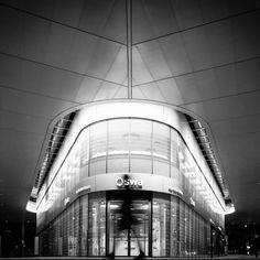 Augsburg Königsplatz @ Night by Florian at Flickr | https://flic.kr/p/obFhpP. #florianmeinhardt #street #straße #blackandwhite #schwarzweiss #streetphotography #strassenfotografie #architecture #architektur #black #canon #city #stadt #europe #people #photography #photos #portrait #trip #world #moment #nacht #night #fotorahmen #augsburg #bayern #bavaria #deutschland #germany