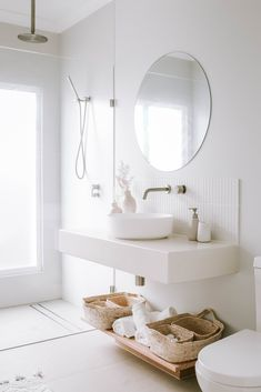 All White Bathroom, Natural Bathroom, Classic White Bathrooms, Bathroom Renos, Laundry In Bathroom, Minimalist Bathroom, Minimalist Home, Home Design, Beautiful Bathrooms