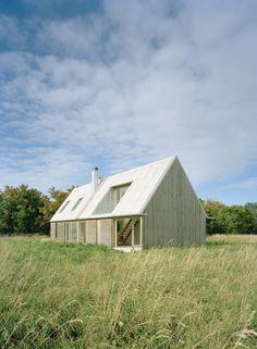 sommarhus at stora gasmora - fårö sweden - llp arkitektkontor - photo by åke eson lindman