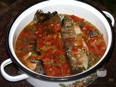 cca kg), 3 ardei (colora. My Favorite Food, Favorite Recipes, Romanian Food, Romanian Recipes, Good Food, Yummy Food, Little Fish, Fish And Seafood, Food And Drink
