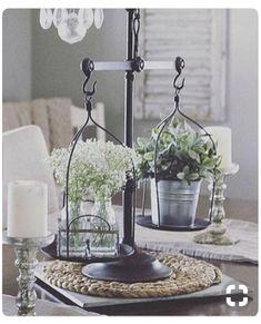 67 secrets to home decor ideas living room rustic farmhouse style 31 Modern Farmhouse Living Room Decor, Rustic Farmhouse, Farmhouse Table Decor, Country Decor, Rustic Decor, Vintage Decor, Vintage Ideas, Rustic Design, Rustic Centerpieces