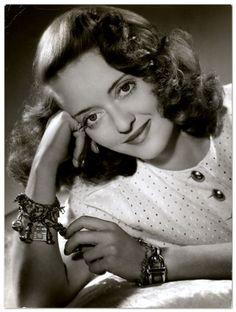 Bette Davis... Beautiful!