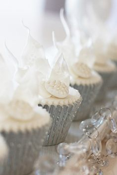 Metallic silver cupcakes, the perfect party treat! Silver Cupcakes, White Cupcakes, Love Cupcakes, Wedding Cupcakes, Winter Wonderland Wedding, Christmas Wonderland, Silver Wedding Colours, Cupcake Packaging, Cupcake Cases