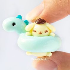 Polymer Clay/Resin Ideas Lawn Care Tips A beautiful lawn does not come without some effort. Fimo Kawaii, Polymer Clay Kawaii, Polymer Clay Charms, Polymer Clay Art, Kawaii Chibi, Resin Charms, Resin Art, Polymer Clay Miniatures, Polymer Clay Creations