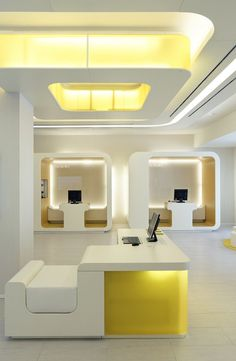 Office design: train your brain with the best light you can get Office design: Let's fall in love with the most dazzling mid-century office that features unique office lighting designs Corporate Design, Corporate Interiors, Office Interiors, Retail Design, Best Office, Home Office, Tiny Office, Commercial Design, Commercial Interiors