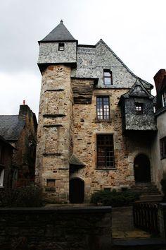 Chateau di Vitre in Brittany; via whytraveltofrance.com