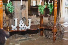 rustic wedding - set design by Ideiaria - Tetê Motta casamento rústico no campo - cenografia por Ideiaria - Tetê Motta - detalhe mesa recados - foto: julia lanari 2015