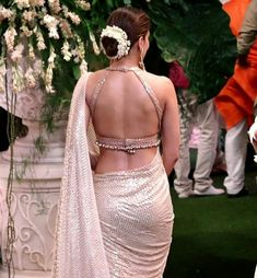 Fashion photography ideas - Blouse designs Indian bride looks the. - Fashion photography ideas – Blouse designs Indian bride looks the best when she we - Saree Jacket Designs, Choli Blouse Design, Sari Blouse Designs, Fancy Blouse Designs, Blouse Patterns, Mary Janes, Stylish Blouse Design, Dress Indian Style, Indian Outfits