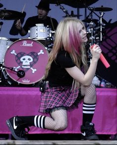 2000s Fashion, Emo Fashion, Fashion Outfits, Goth Aesthetic, Aesthetic Clothes, Aesthetic Fashion, Chicas Punk Rock, Princesa Punk, Avril Lavigne Style
