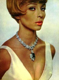 L'Officiel December 1963, Harry Winston Jewelry