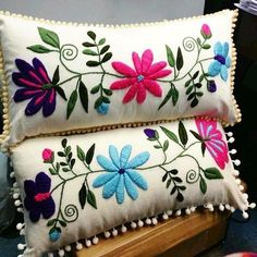 Marvelous Crewel Embroidery Long Short Soft Shading In Colors Ideas. Enchanting Crewel Embroidery Long Short Soft Shading In Colors Ideas. Cushion Embroidery, Crewel Embroidery Kits, Hand Embroidery Videos, Flower Embroidery Designs, Learn Embroidery, Hand Embroidery Patterns, Cushion Cover Designs, Mexican Embroidery, Wool Applique