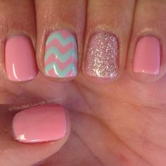 Try some of these designs and give your nails a quick makeover, gallery of unique nail art designs for any season. The best images and creative ideas for your nails. Fancy Nails, Diy Nails, Cute Nails, Pretty Nails, Gold Nails, Glitter Nails, Nail Art Designs, Nail Designs For Easter, Chevron Nail Art