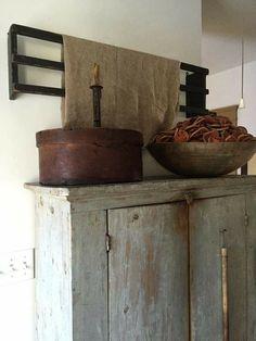 primitive homes crossword Primitive Furniture, Decor, Kitchen Decor Themes, Colonial Decor, Primitive Homes, Country Decor, Primitive Cabinets, Kitchen Design Decor, Home Decor