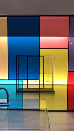 GLAS ITALIA: The magic of Glass to think, define and decorate spaces The Doors, Office Interior Design, Office Interiors, Office Space Design, Interior Ideas, Movable Walls, Glass Design, Set Design, Retail Design