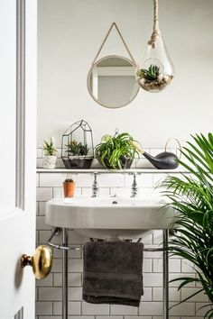 House plants breathe life into interiors, while cleaning the air as they grow, and look amazing and vibrant in any room -- we love the mix of potted succulents, palm trees, air plants and terrariums in this all-white bathroom. Interior Design Minimalist, Minimalist Decor, Minimalist Bathroom, Minimalist Kitchen, Minimalist Living, Modern Minimalist, Bathroom Inspiration, Interior Inspiration, Design Inspiration