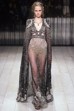 Alexander McQueen Fall 2016 Ready-to-Wear Fashion Show - Paula Galecka