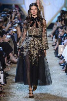 Elie Saab Haute Couture I love it Style Haute Couture, Couture Fashion, Runway Fashion, Fashion Week, High Fashion, Fashion Show, Fashion Design, Fashion Fashion, Street Fashion