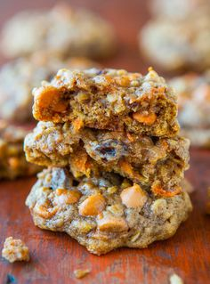 Soft & Chewy Spiced Carrot Cake Cookies - Tons of texture & so moist with zero cakiness. Eat your vegetables by way of healthy cookies! Easy recipe at averiecooks.com