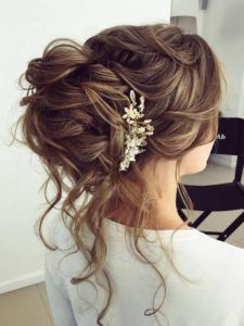 Updo, wedding bride hairstyles, half updo hairstyles, hair up styles wedd. Messy Wedding Hair, Wedding Hair And Makeup, Wedding Updo, Bridal Hair, Prom Hair Updo Elegant, Bridal Bun, Bridal Braids, Boho Wedding, Half Updo Hairstyles