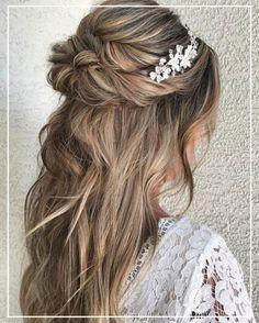 Para as mulheres que gostam tanto de cabelos presos quanto de soltos, uma ótima opção é apostar no penteado meio-preso.