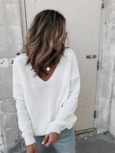 My Textured Wavy Hair Tutorial Mein strukturiertes gewelltes Haar Tutorial Sweaters And Jeans, White Sweaters, Hippie Stil, Wavy Hairstyles Tutorial, Wavy Hair Tutorials, Funky Hairstyles, Medium Hairstyles, Formal Hairstyles, Hairstyles Haircuts