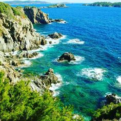 #hyeres#presquiledegiens#sud#france#sun#sea#beach#rock#rando#walking#soleil#mer#pins#view#panorama#turquoise#water#paca#tourism#friends#holidays#vacances#travel#traveling#voyage#chill#love by losa_travel
