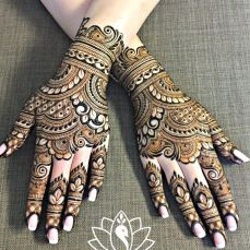 Gorgeous rakhi mehndi designs for new moms. Minimalist and trendy! Check them out now and beautify your hands. Back Hand Mehndi Designs, Indian Mehndi Designs, Henna Art Designs, Modern Mehndi Designs, Mehndi Design Pictures, Mehndi Designs For Girls, Wedding Mehndi Designs, Beautiful Henna Designs, Latest Mehndi Designs